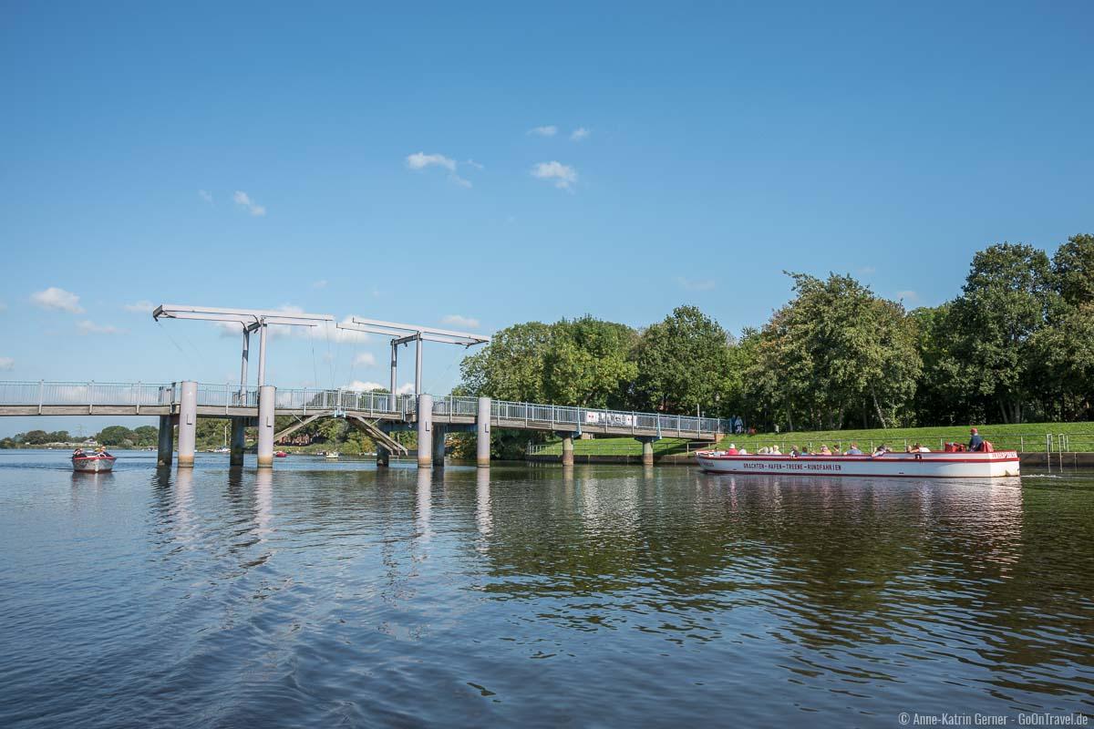 Die blaue Brücke über den Wester Sielzug