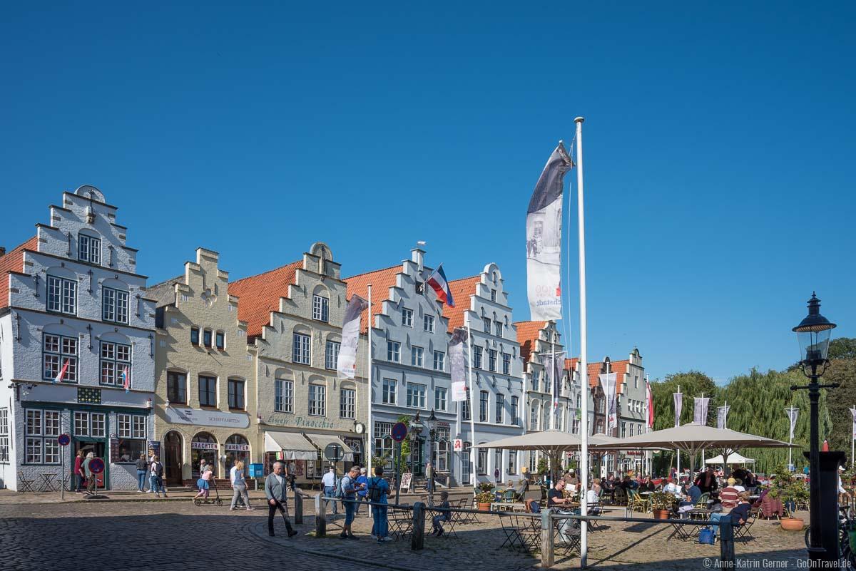 Treppengiebelhäuser am Marktplatz in Friedrichstadt