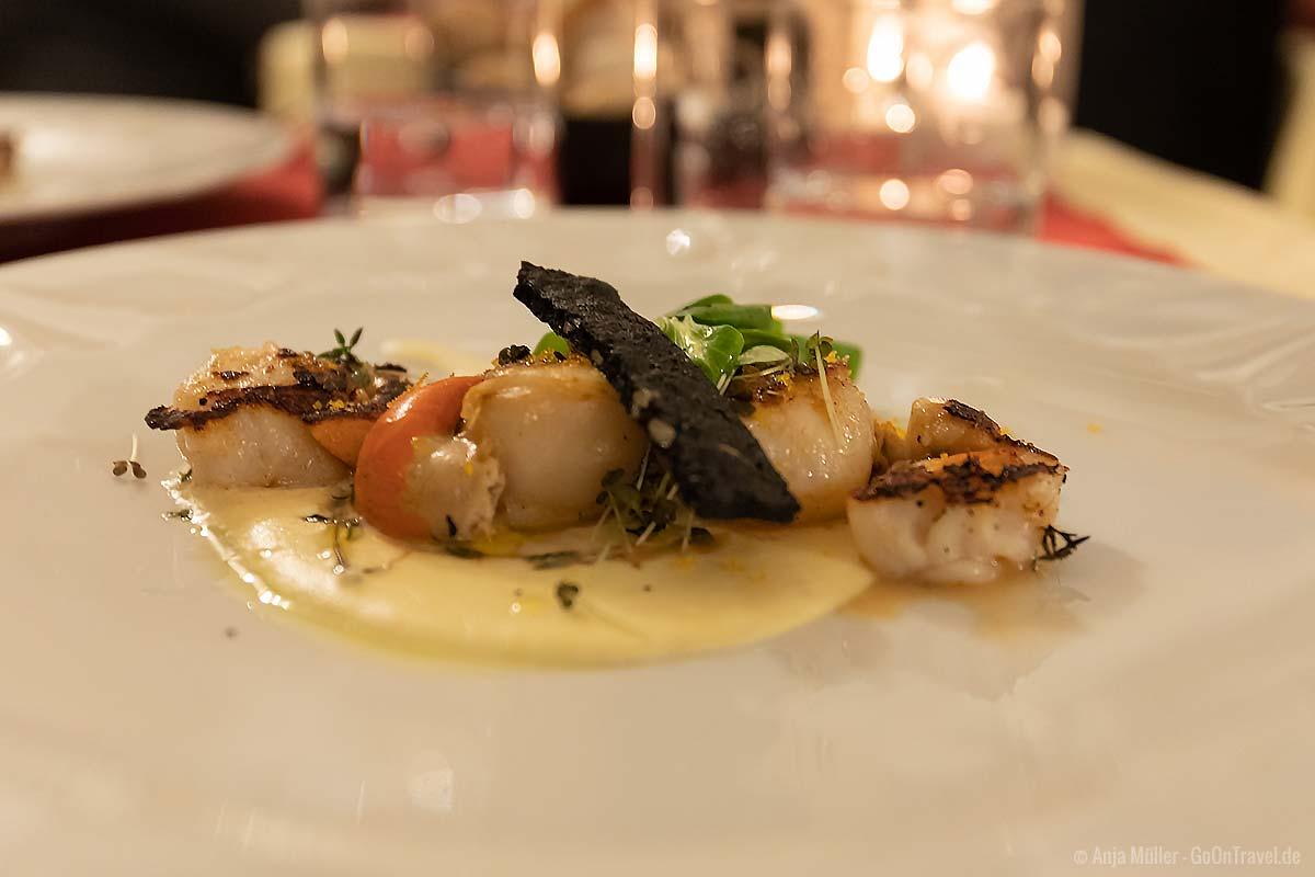 Essen gehen im Garda Trentino: gegrillte Jacobsmuscheln