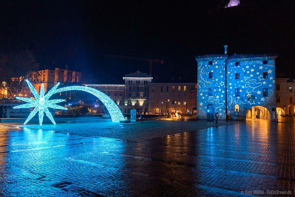 Piazza III Novembre in Riva del Garda am Abend