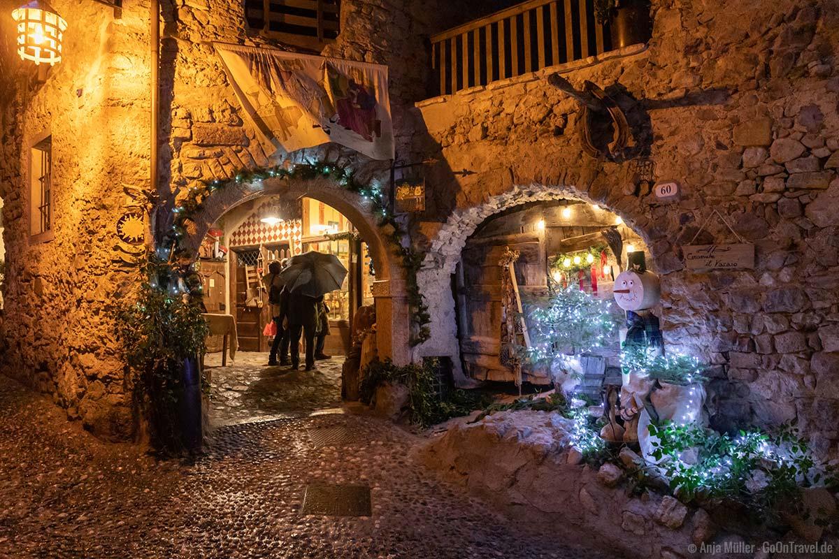 Weihnachtliche Stimmung in den Gassen von Canale