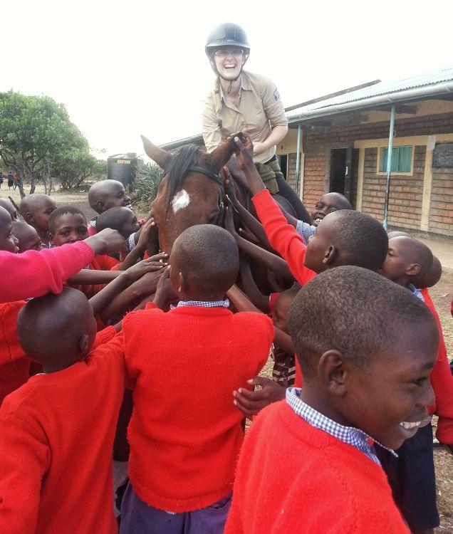 Mit dem Pferd auf Schulbesuch