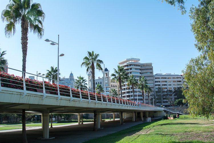 Las Flores - eine der neuesten Brücken über den Turia-Park