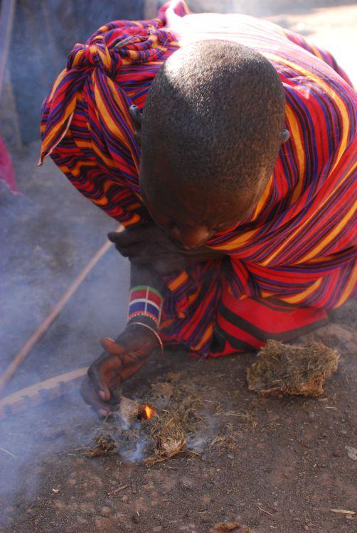 Feuermachen mit Elefantendung