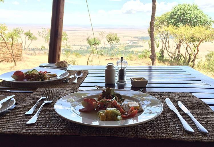 Traumhafter Blick auf die Masai Mara beim Essen
