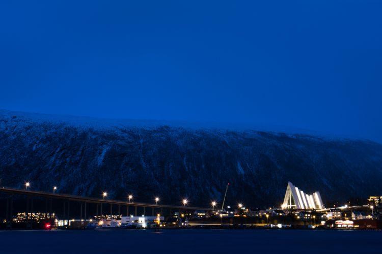 mystisch blauer Polarnachthimmel um ca. 14:15 Uhr