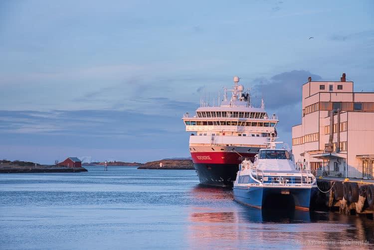MS Nordnorge im Hafen von Brønnøysund