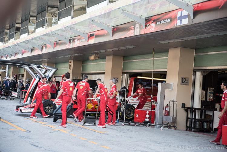 Team Scuderia Ferrari beim Pit Lane Walk