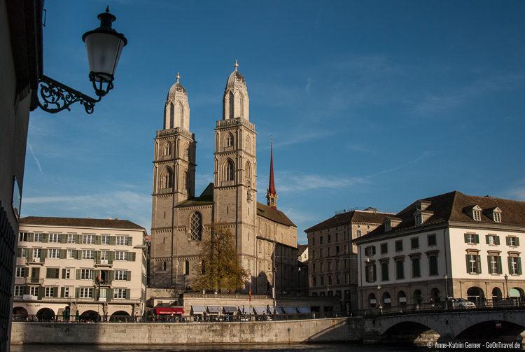 Das Grossmünster und die Münsterbrücke
