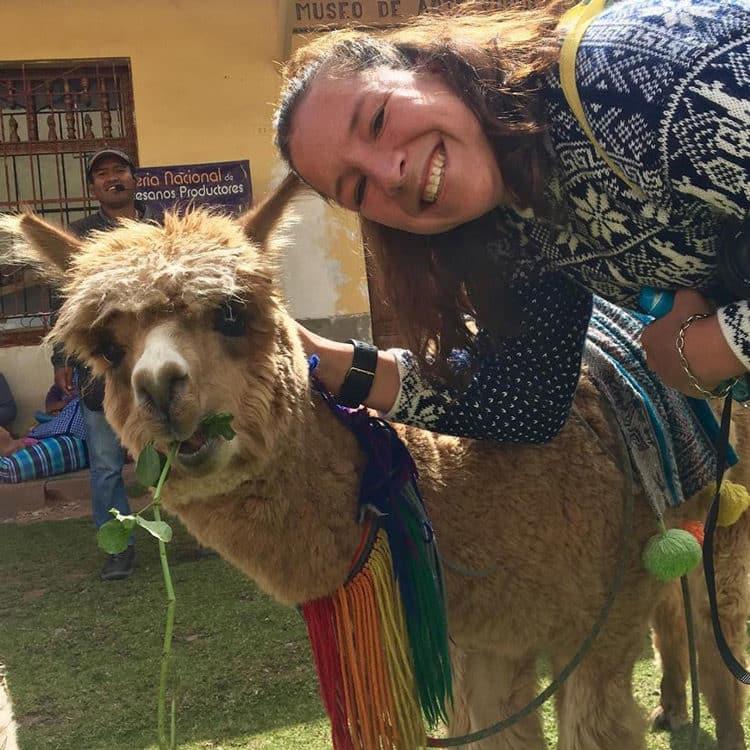 Foto: Maria Kryschak - Maria mit Alpaca Lucy