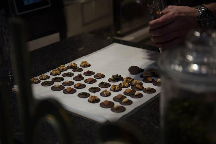 Manchmal kann man bei der Schokoladenherstellung auf die Finger schauen!