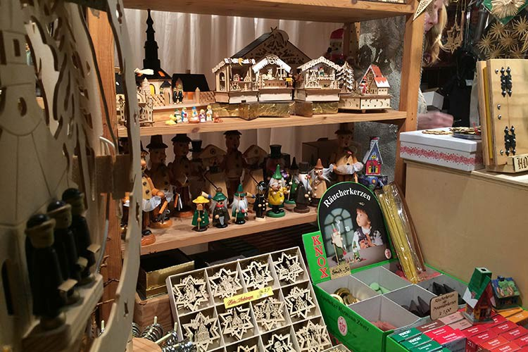 Darf wahrscheinlich auf keinem Weihnachtsmarkt fehlen - Schnitzereien aus Holz