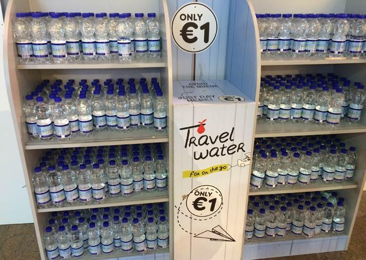 Wasser für einen Euro am Flughafen? Das ist richtig günstig!