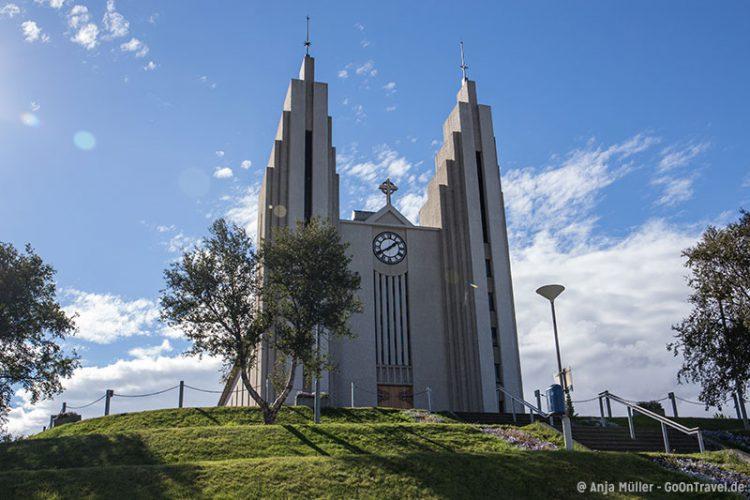 Die Stadtkirche Akureyrarkirkja von Akureyri.