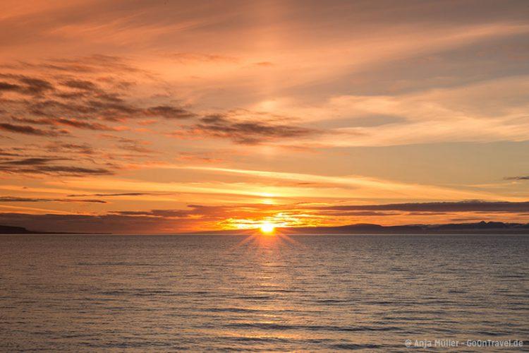 Wunderschöner Sonnenuntergang bei der Stadt Blönduós.
