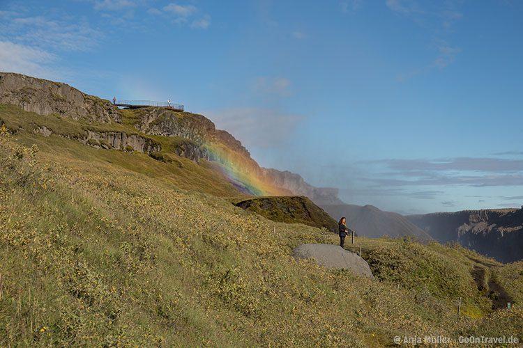 Hier gibt es viele schöne Regenbogen, am Dettifoss.