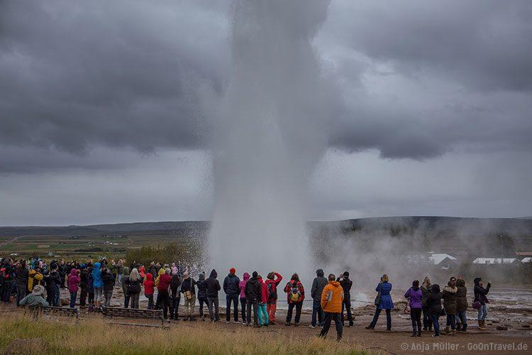 Die Föntane vom Strokkur Geysir auf Island