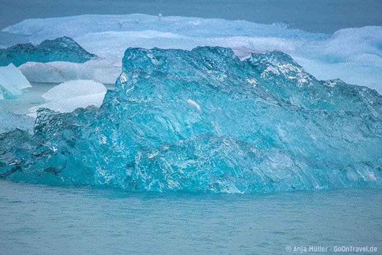 Blaues Eis in der Jökulsalon Glacier Lagoon