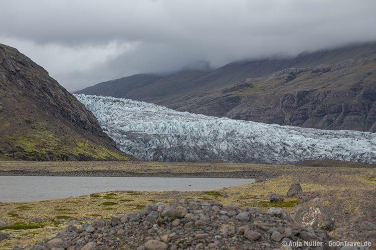 Die Gletscherzunge Flaajökull im Süden von Island