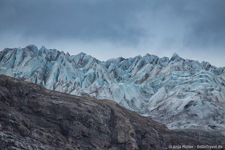 Nahansicht auf die Gletscherzunge Flaajökull