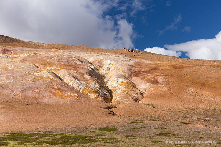 Die Lavafelder von Leirhnjukur im Norden Islands.