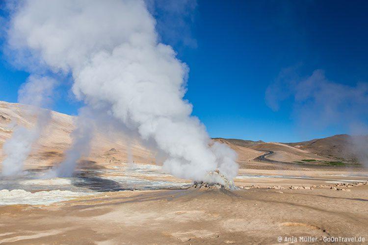 Dampfende Quellen im Solfatarengebiet Namafjall