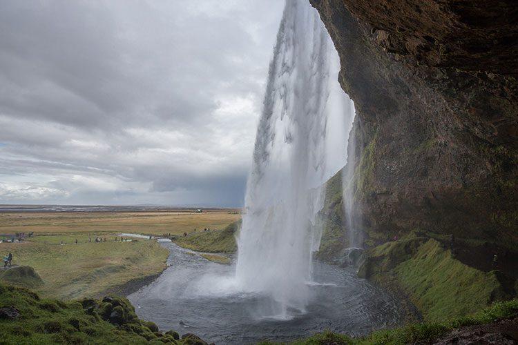 Der Seljalandsfoss im Süden auf Island
