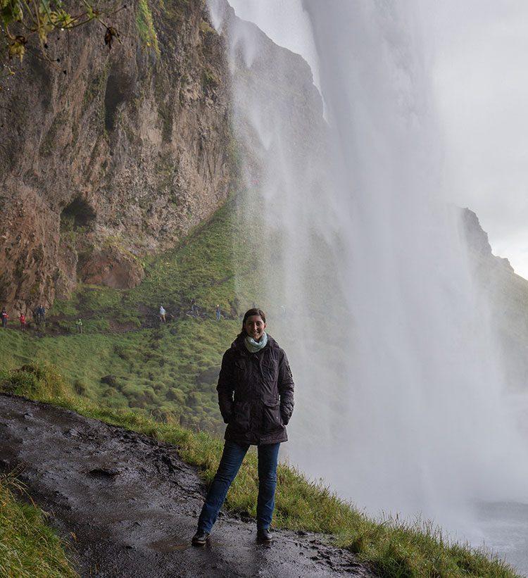 Ganz schön nass hinter dem Seljalandsfoss