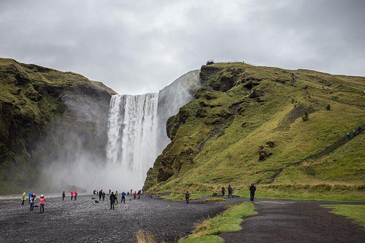 Der Skógafoss im Süden auf Island