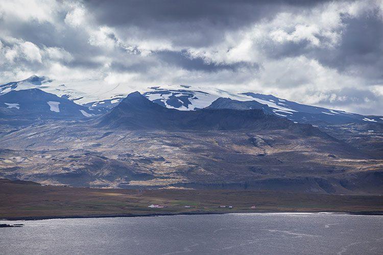 Der Gletscher Snæfellsjökull zeigt sich mit Sicht von Norden aus.