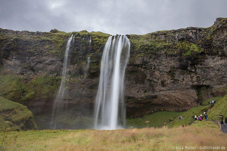 Der Seljalandfoss (Wasserfall) im Süden von Island