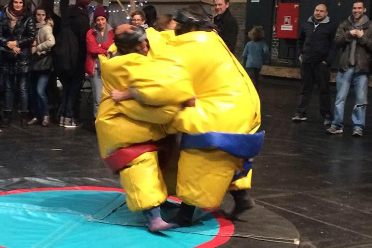 Auch Sumo-Ringen gehört auf einen japanischen Weihnachtsmark!