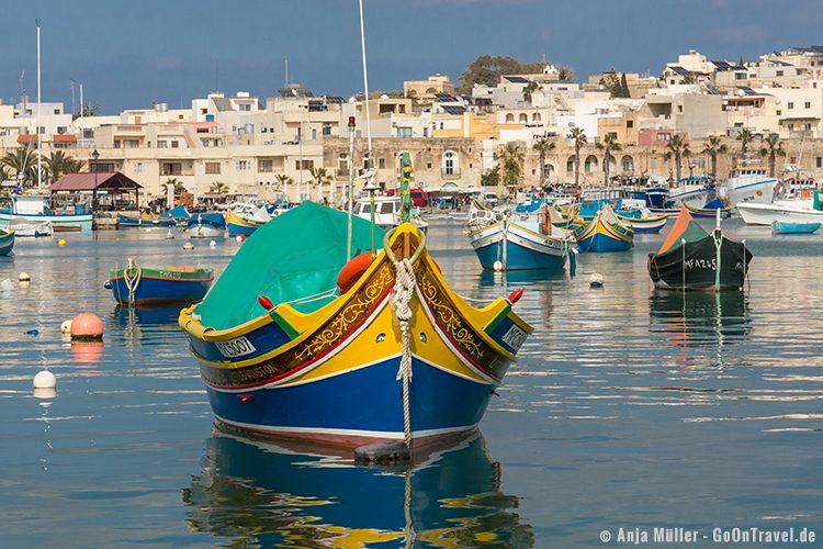 Ein Luzzus mit Augen im Fischerdorf Marsaxlokk