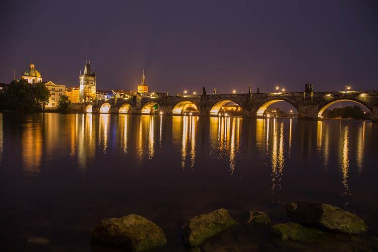 Karlsbrücke am Abend