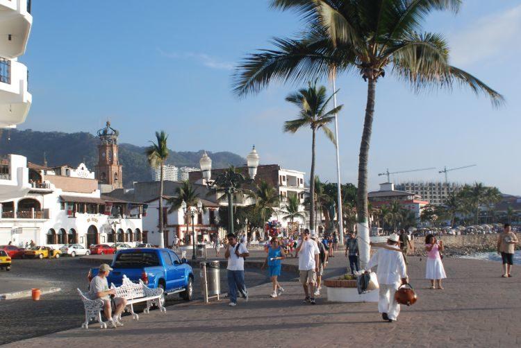 auf der Strandpromenade von Puerto Vallarta