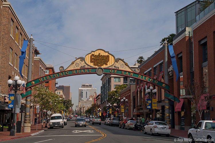 Eingang zum Gaslamp Quarter in San Diego