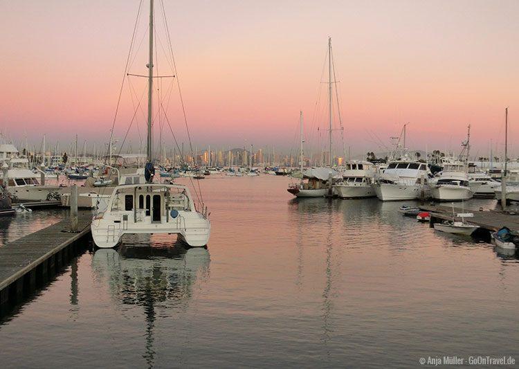 Sonnenuntergang im Yachthafen von San Diego