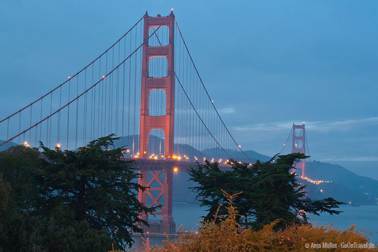 Die Golden Gate Bridge am Abend