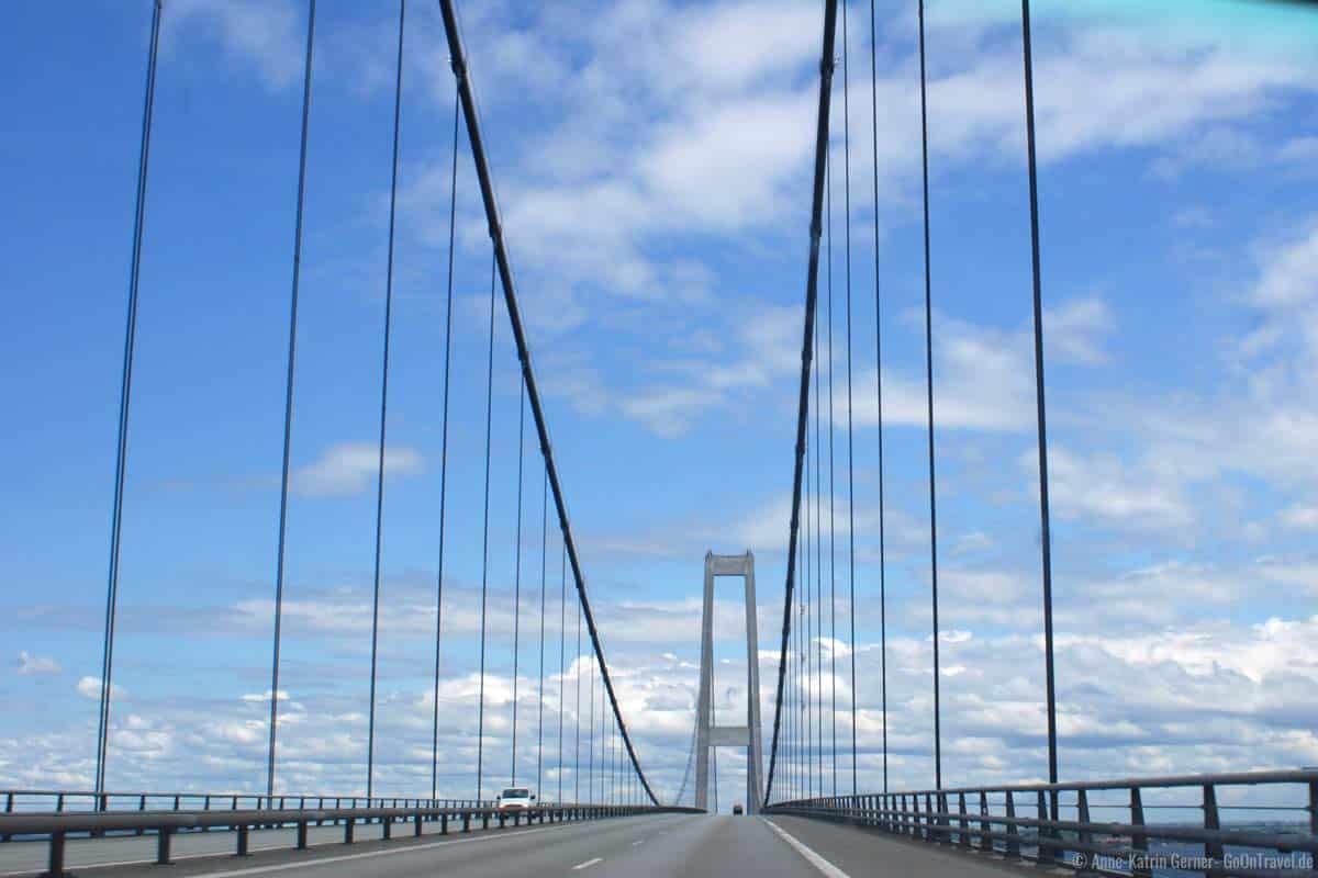 Die Brücke über den Großen Belt ist Maut pflichtig