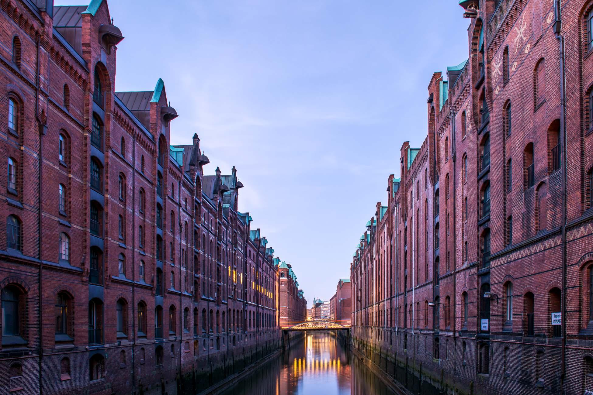 Hamburg Speicherstadt blaue Stunde