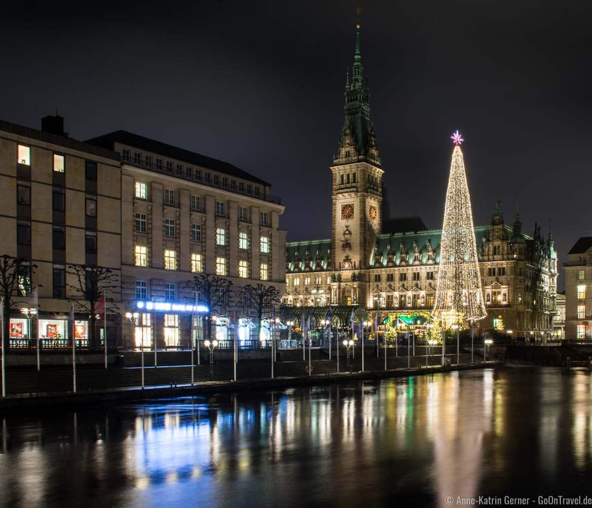 Weihnachtsmarkt auf dem Hamburger Rathausmarkt