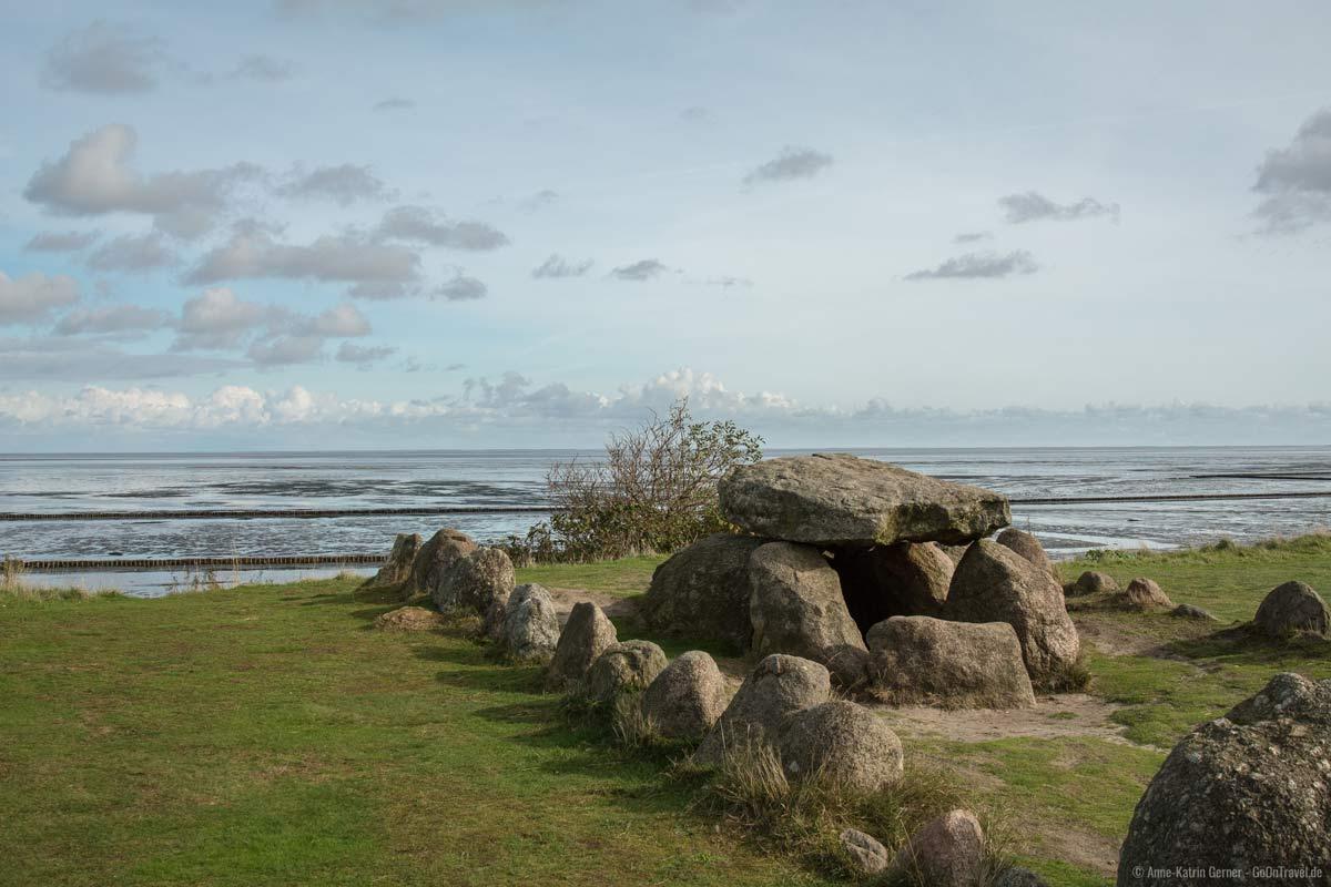 Steinzeitliches Hünenbett am Watt von Keitum