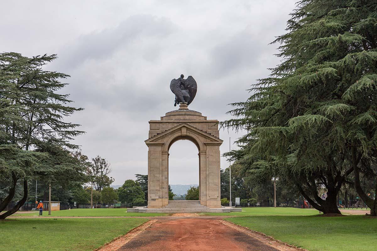 Das Denkmal am Military Museum