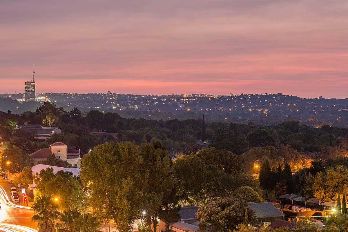Johannesburg bei Nacht: Im Stadtteil Rosebank
