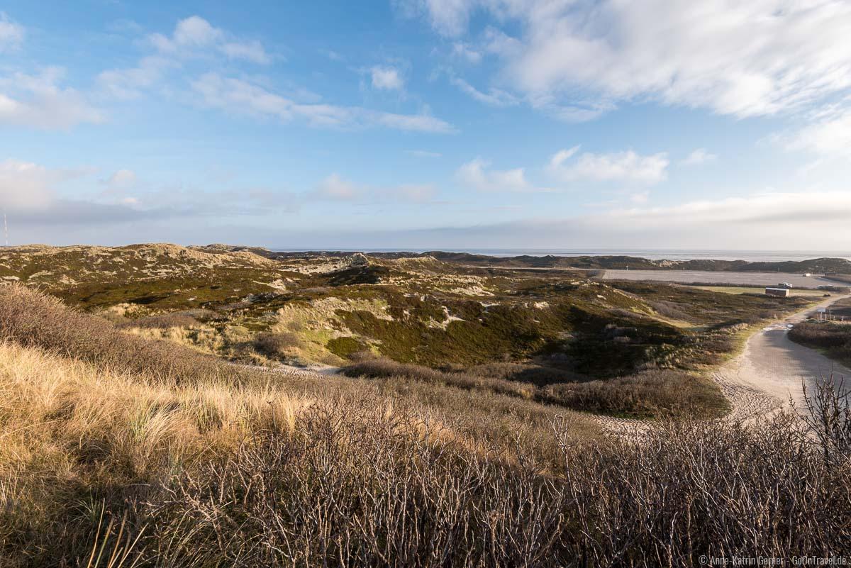 Blick über die Dünenlandschaft und das Watt am K4