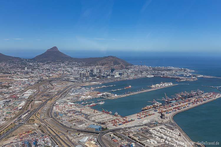 Hubschrauber Rundflug über Kapstadt: Blick auf den Hafen