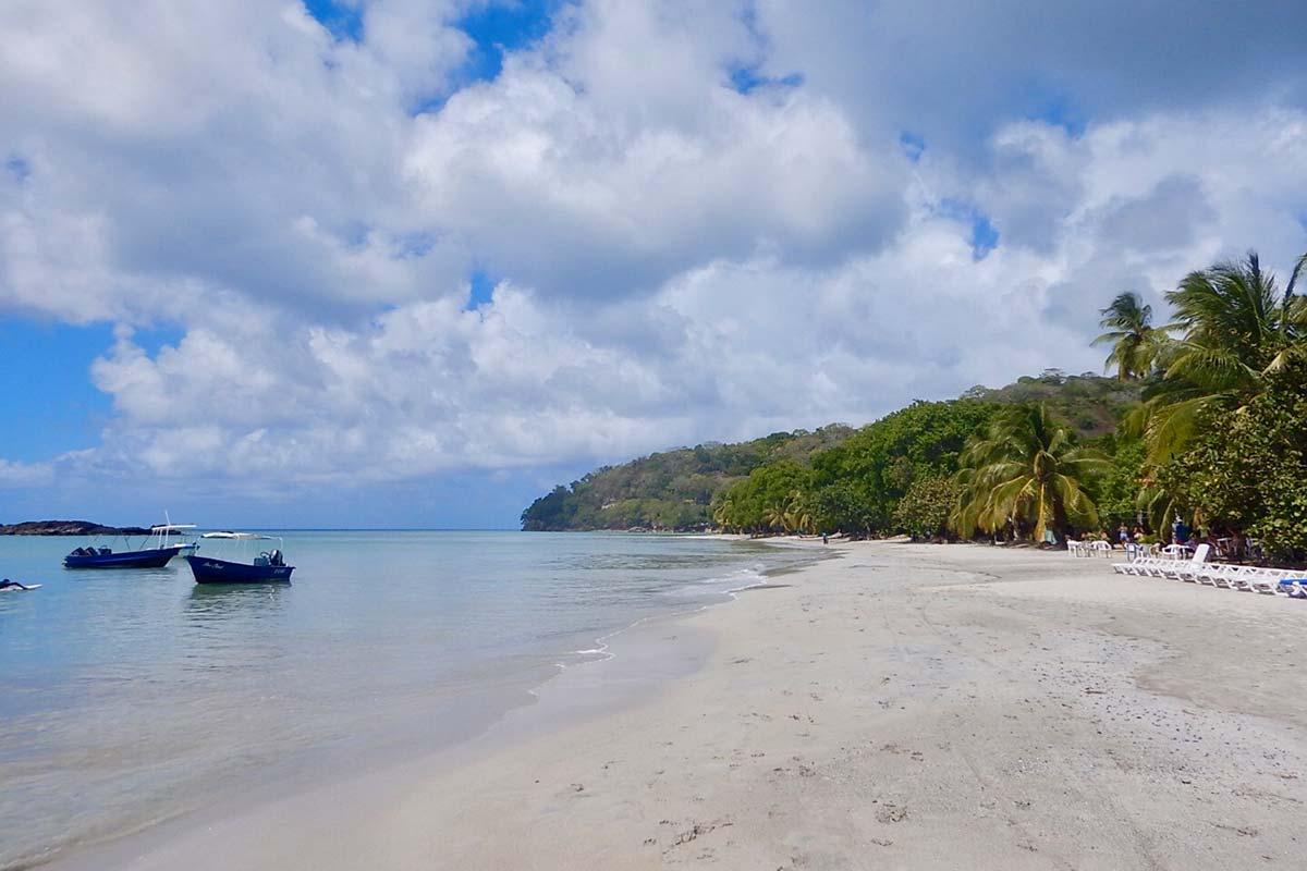 Der Strand auf der kolumbianischen Karibikinsel Providencia
