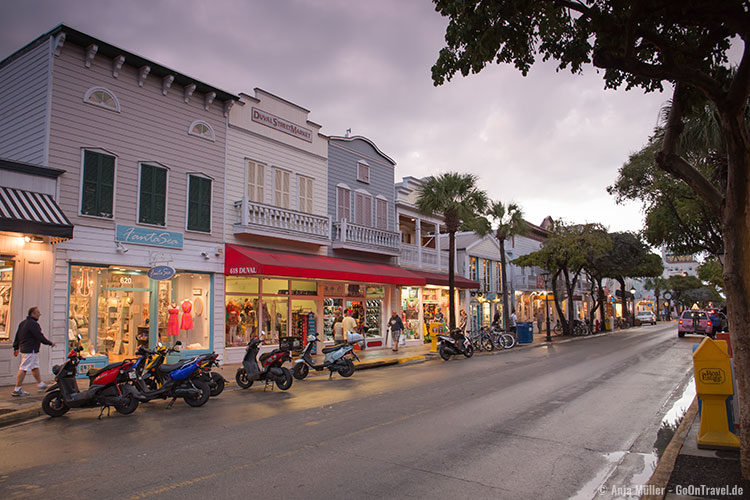 Die Duval Street in Key West am Abend