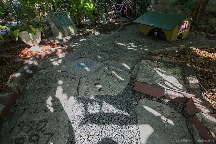 Der Katzenfriedhof im Garten