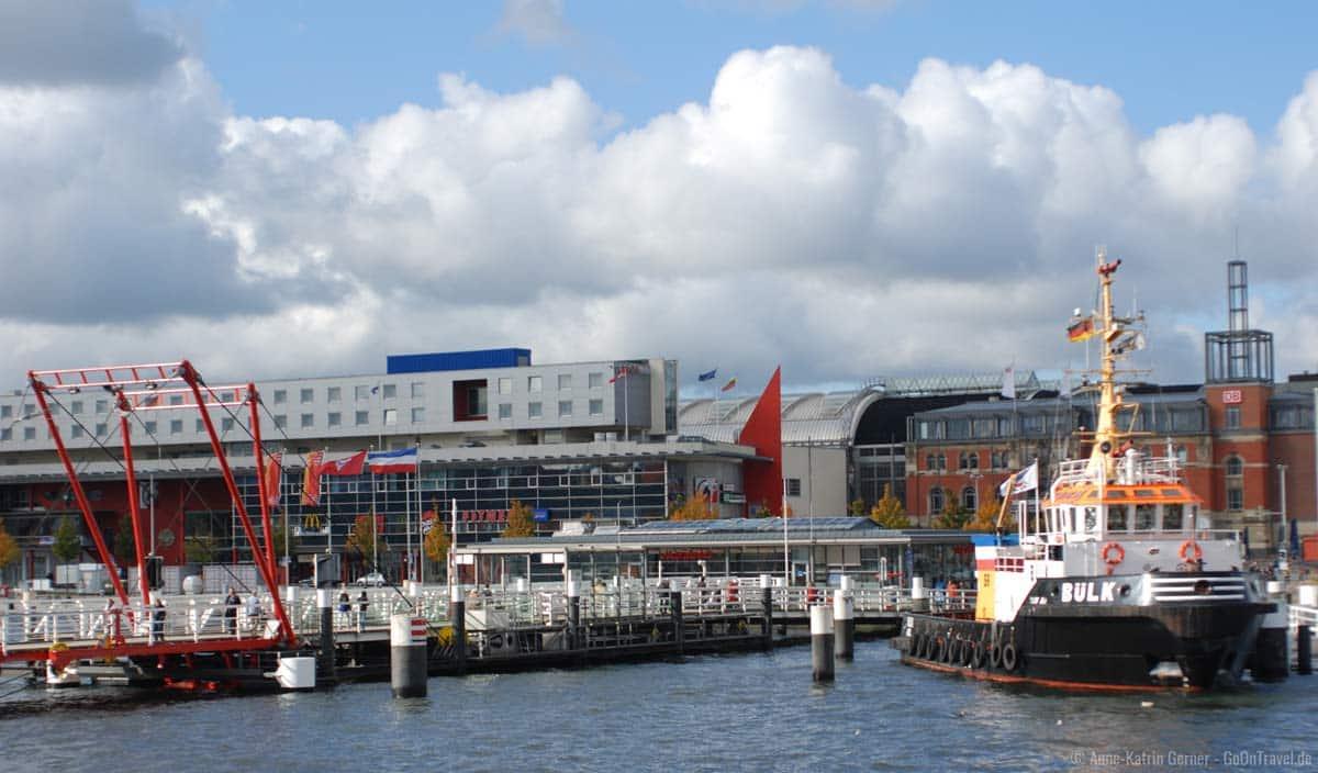 Hörnbrücke vor dem Kieler Hauptbahnhof zum Norwegenkai